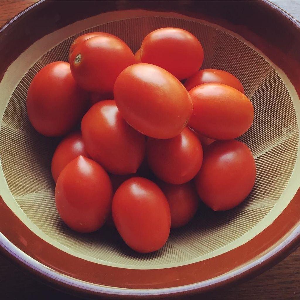 イタリアントマトとすり鉢